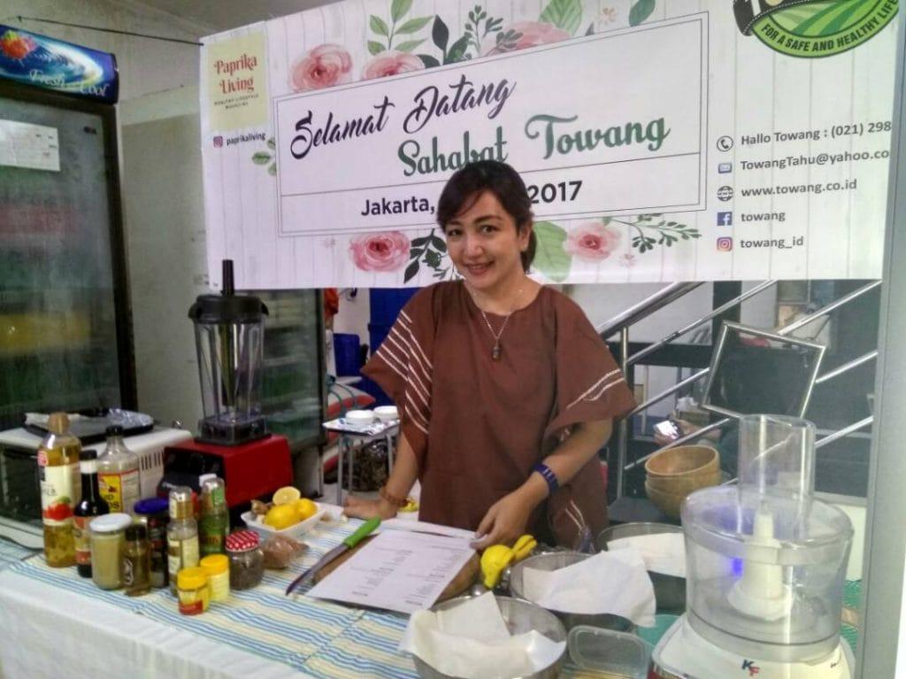 <em>Arilya Irfan mengolah 3 makanan Vegan yang enak dan semuanya berbahan tahu. Foto: PaprikaLiving</em>