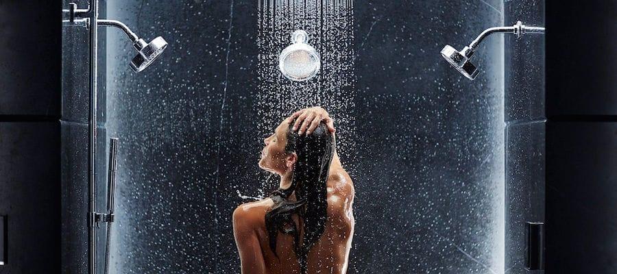 Mandi Air Dingin: Menyegarkan dan Menyehatkan!