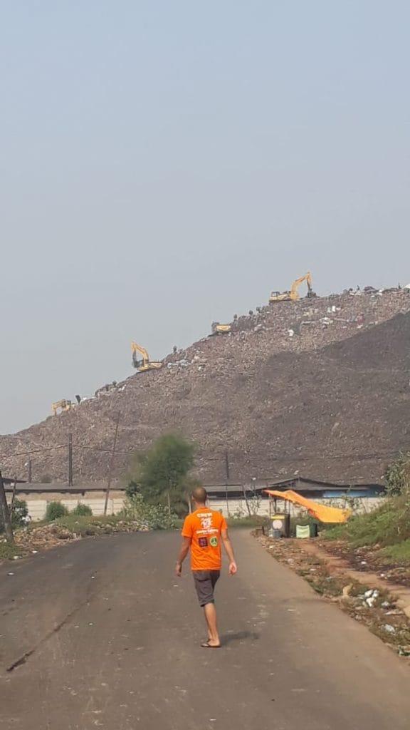 penampakan gunungan sampah di Bantar Gebang